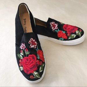 Dirty Laundry floral rose embroidered shoes 8.5
